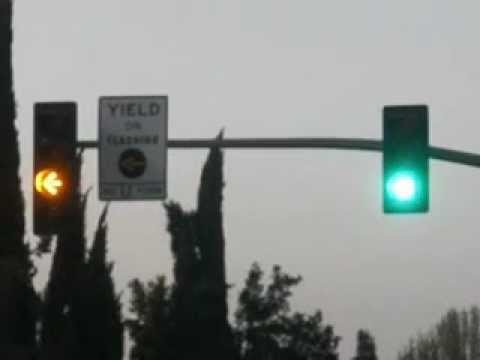 yellow arrow traffic light - photo #3