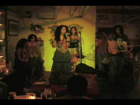 "Lizette Santana ""Cansada"" live at Buck15"