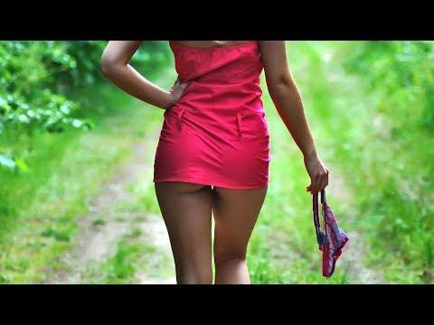 Ай яй яй - девушки без трусиков в коротких юбках танцуют секс попками соблазняя большие члены