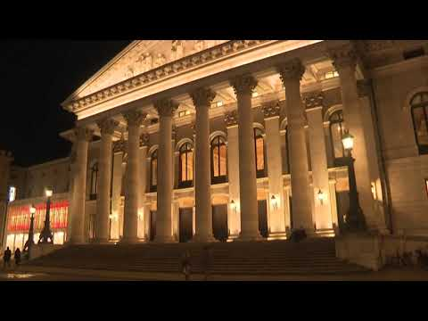 Munich Opera holds premiere ahead of Germany's partial lockdown