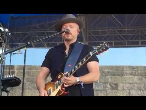 """jason-isbell-and-sheryl-crow-""""everything-is-broken""""-live-at-the-newport-folk-festival,-7/26/19"""