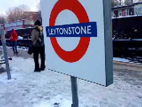 London snow 03 Feb 2009 Leytonstone tube station