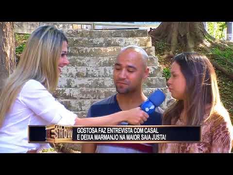 Repórter gata faz entrevista picante com homem casado e quase apanha da mulherada