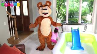 The kids learn colors with Mommy dressed in a Bear costume