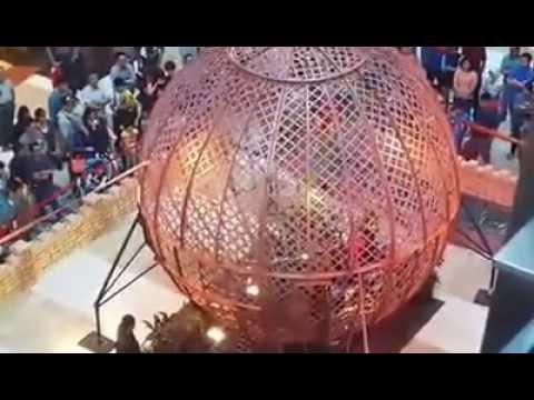 Menakjubkan 4 Motor Sekaligus Berputar di dalam Bola [Amazing]