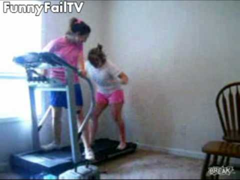 2 Girls 1 Treadmill Fail