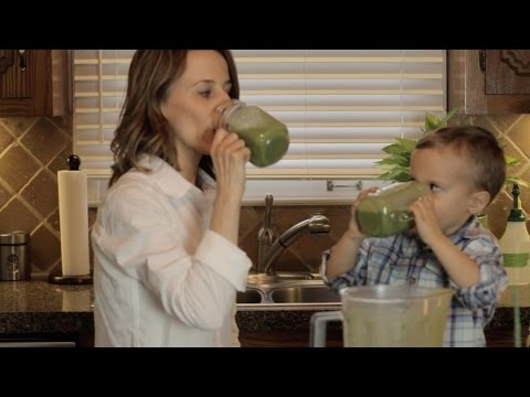 how-to-make-a-green-smoothie----kid-friendly