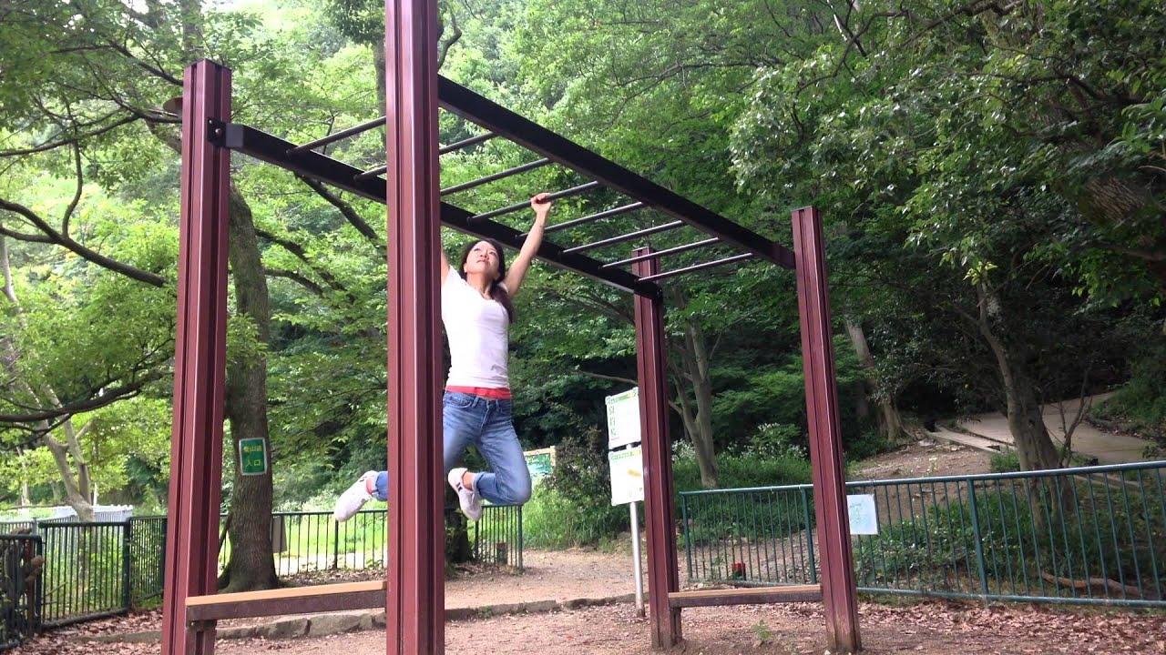 公園で雲梯3/48 大人の雲梯。ハ...