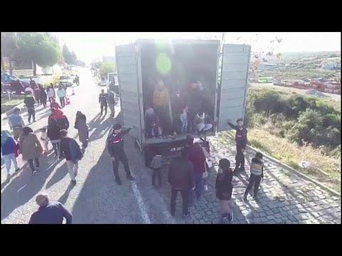 شاهد: تركيا تحتجز 82 مهاجرا على متن شاحنة  - نشر قبل 3 ساعة