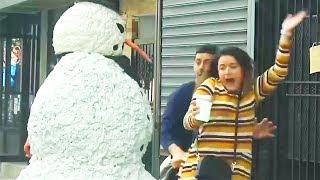 Te asustaré hasta el punto que tus zapatos se vayan volando -El Abominable Hombre de las Nieves