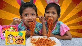 OMG Pedasss!! Akhirnya Berani Makan Samyang, Habis Gak Yaa??