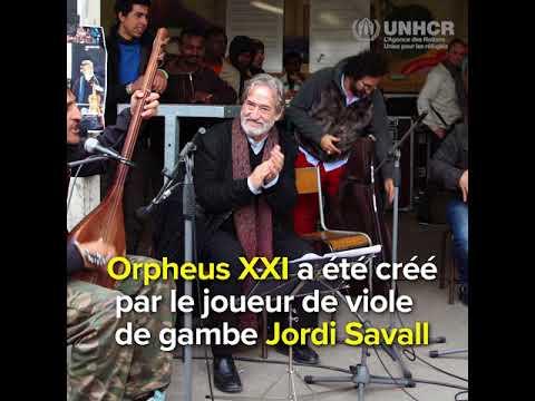 Un orchestre de musiciens réfugiés séduit le public européen