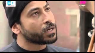 لحظة تثبيت الفنان علي ربيع في الشارع علي يد بلطجي