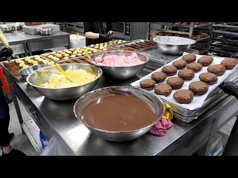 Handmade Choco Pie Making Master in Korea (White Chocolate Strawberry Jam, Banana, Strawberry)