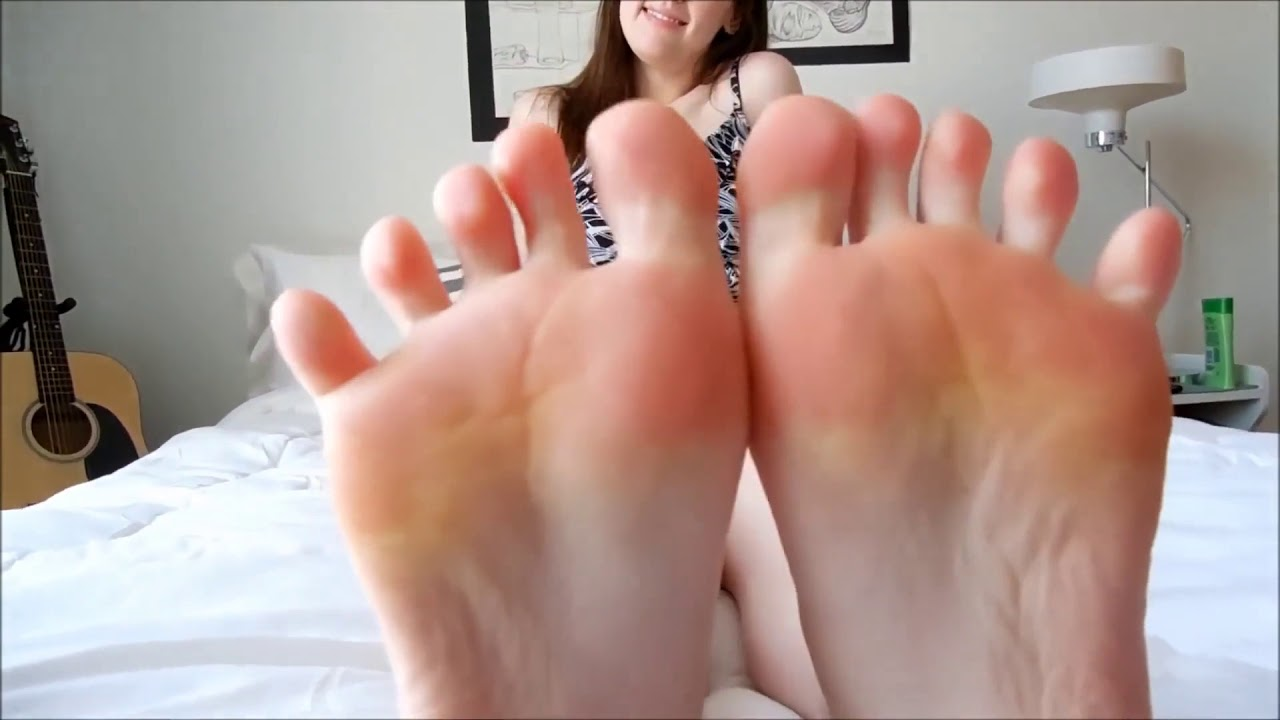 Pin on Girls Sexy Feet Soles,And Cute Toes Sitting Down!