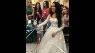 Подружки невесты разрывают свадебный букет / Новый способ бросить букет / Кавказская свадьба 2018