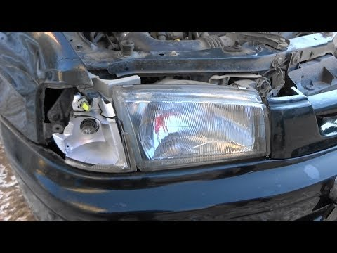 Замена поворотника на Mazda Demio из-за падения бабушки на капот