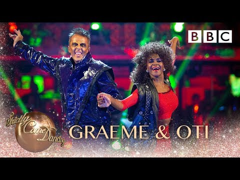 Graeme Swann and Oti Mabuse Cha Cha to 'Thriller' by Michael Jackson - BBC Strictly 2018