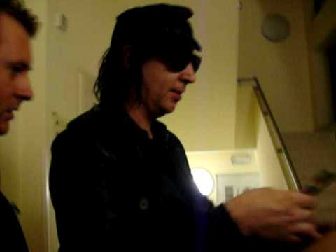MARILYN MANSON BEFORE THE SHOW WITH FANS. ITALIA Treviso/Milano 2009 High end of low