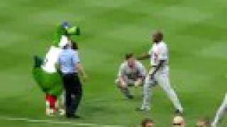 PHILLY PHANATIC tries to ARREST METS WRIGHT FUNNY 8/27/08 PART 2