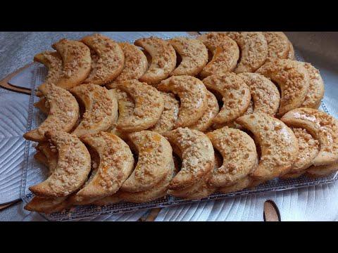 gateaux-en-forme-de-demi-lune,-au-cacahuète-et-a-la-noix-de-coco-pour-l'aid-al--adha.