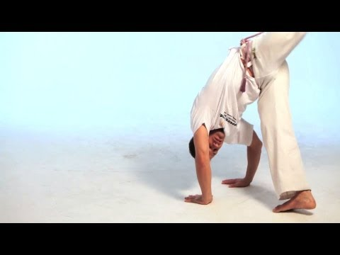 How to Do the Meia Lua de Compasso | Capoeira