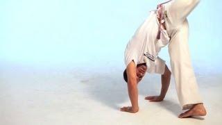 How to Do the Meia Lua de Compasso | Capoeira