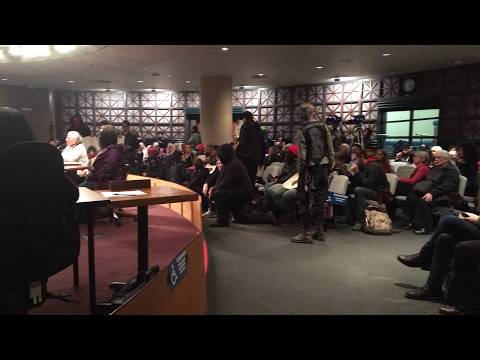 Protesters continue to disrupt Portland city council meeting
