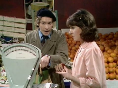 Some Mothers Do 'Ave 'Em Season 3 Episode 1 Moving House English
