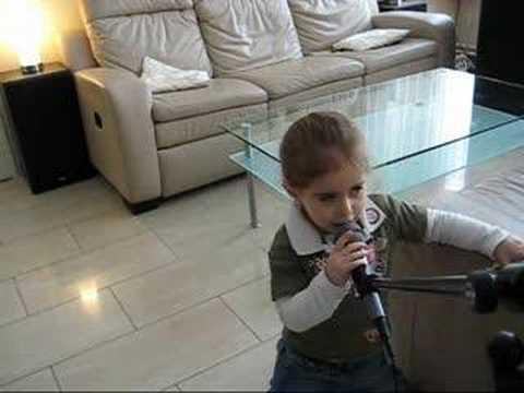shira bamberger is singing malkele