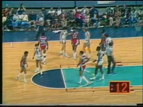 Pete Maravich (30pts/5rbs/4asts) vs Pistons, 1977-78, highlights