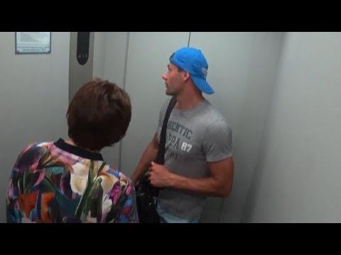 19 06 18 Жесть! Застряли в лифте Собака вызывает лифтера.