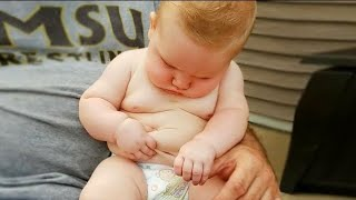 CUTE BABY HELP YOU RELAX FUNNY😂 VIRAL VIDEO 2020