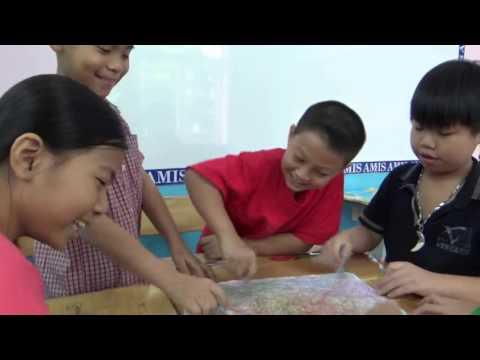 Học sinh lớp 5 học mĩ thuật  theo phương pháp đan  mạch (AMIS SCHOOL)