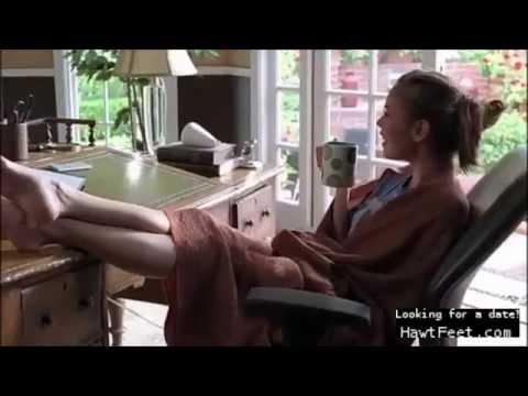 Celebrity feet  Alexis Dziena