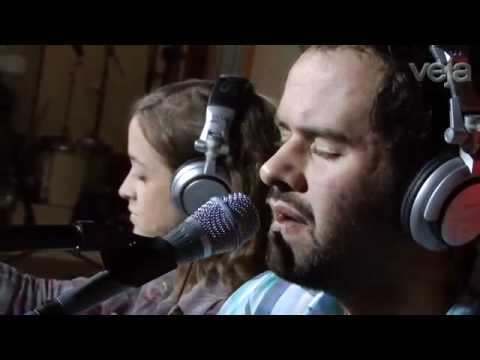 Marcelo Jeneci canta A Semana Inteira