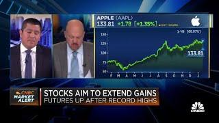 Jim Cramer breaks down analysts' pre-earnings Apple calls