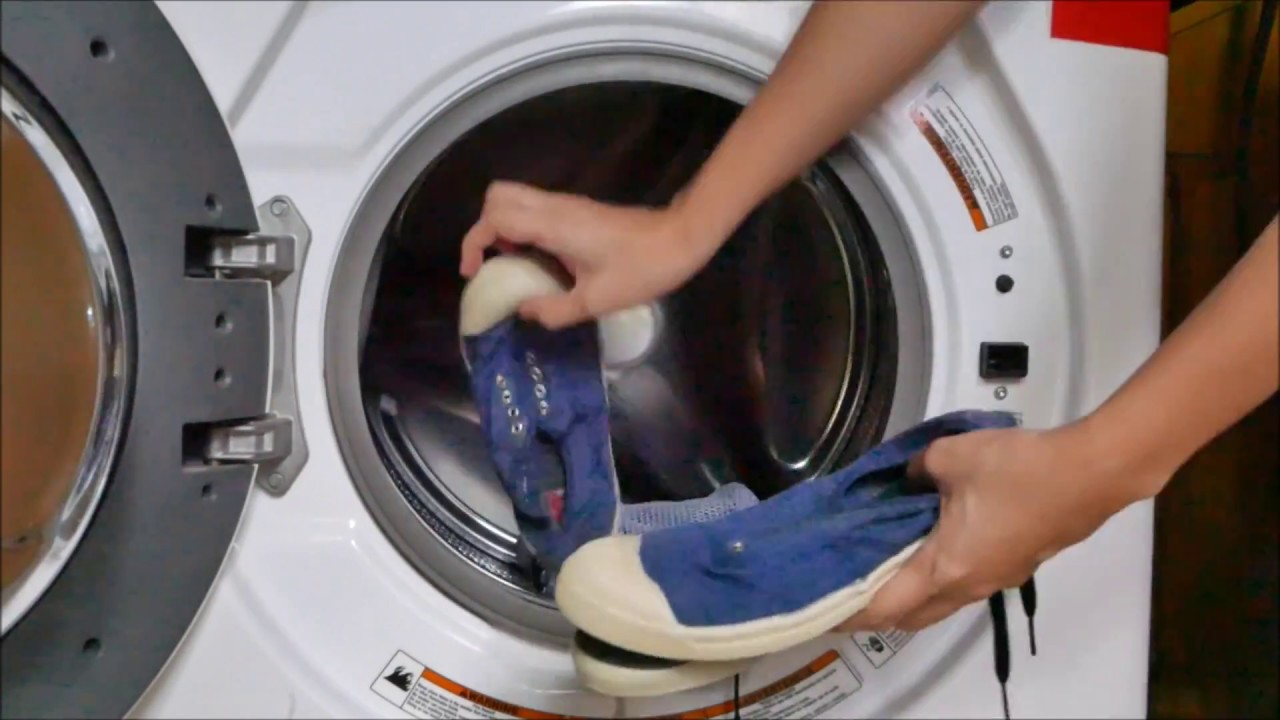 294b6a2089120 Wash Sneakers In The Washing Machine With Collonil Sneaker Wash ...