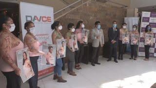 Ecuatorianas muestras sus cicatrices en campaña de lucha contra el cáncer de mama