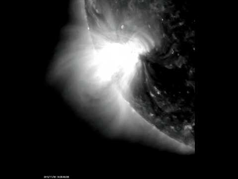 M-class X-ray Solar Flare of 2010-11-06 (211 Angstroms)
