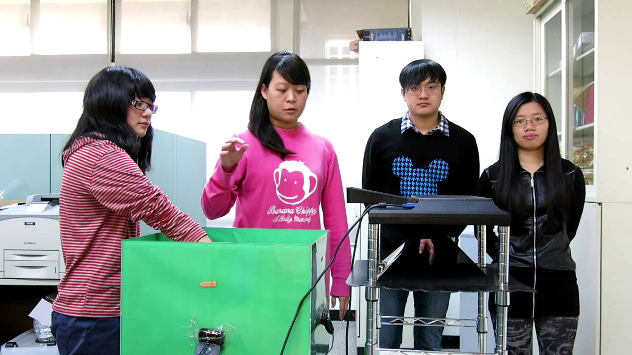 20140217高大資工系梁嘉珍等學生開發:即時動態三維浮空成像 - YouTube