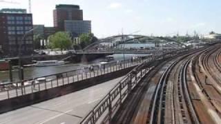 Mit der Hamburger Hochbahn von oben nach unten