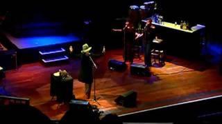 """Erykah Badu performing """"Woo"""" Live NYE 2006 atlantic city"""