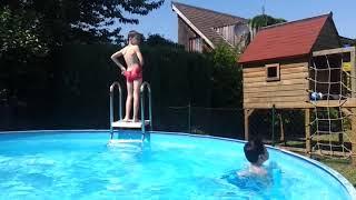 아드리안네 집 뒷뜰 임시 수영장