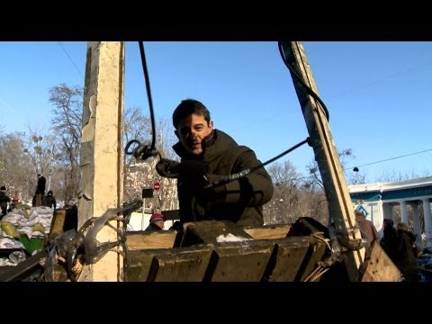 Giant catapult on the front line of protests Kiev - BBC News