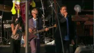 Amy Winehouse - You're Wondering Now [feat. The Specials] 22 / 08 V Festival 2009