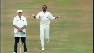 THE best and funniest cricket video you've NEVER seen! Rare incident, hilarious!!!!