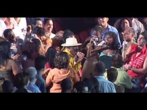 JUAN FORMELL y LOS VAN VAN Feat. PEDRITO CALVO - Anda Ven Y Muevete (Official Video HD)