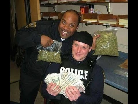 Download Eating Weed In Front of A Cop!!!