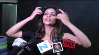 Bold Babe Nyra Banerjee Comments On Sunny Leone & Tanuj Virwani's BOLD Chemistry In ONE NIGHT STAND